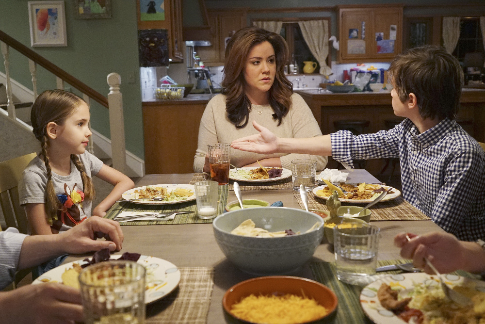 AMERICAN HOUSEWIFE Review - Julia Butters, Katy Mixon, Daniel Dimaggio