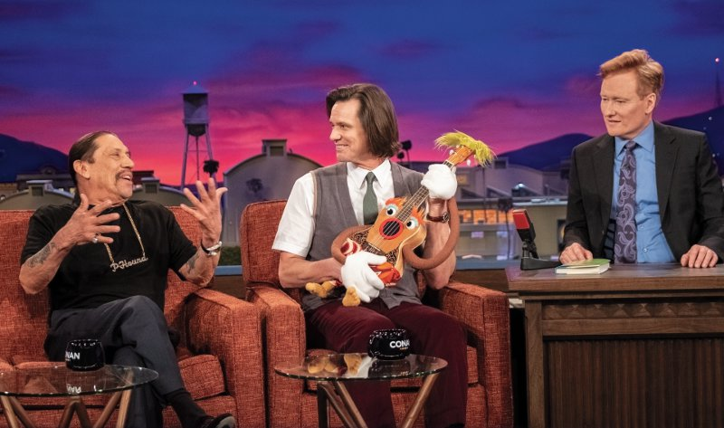 "Jim Carrey as Jeff Pickles, Danny Trejo as himself and Conan O'Brien as himself in KIDDING (Season 1, Episode 01, ""Green Means Go""). - Photo: Erica Parise/SHOWTIME"